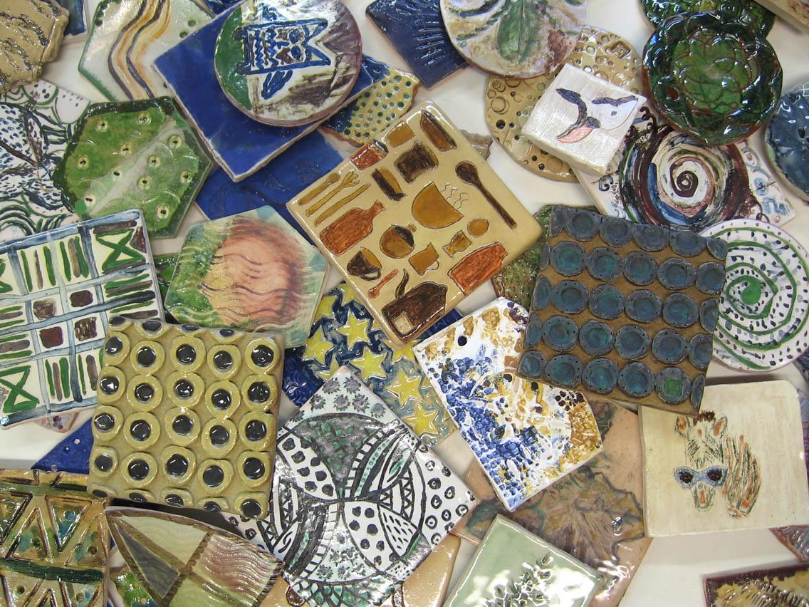 Decorated ceramic tiles